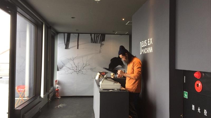 ヒラフのDEUS EX MACHINA NISEKOポップアップショップの入り口