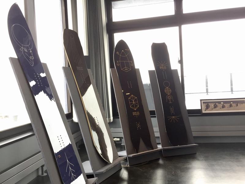 DEUS EX MACHINA NISEKOで展示されているボード