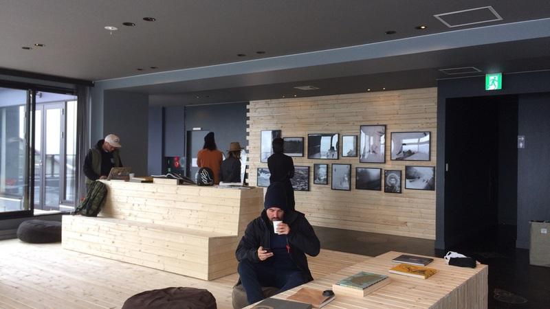 DEUS EX MACHINA NISEKOのカフェスペース