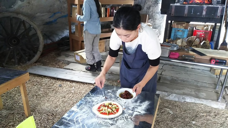 Niseko Green Farm - Adding toppings