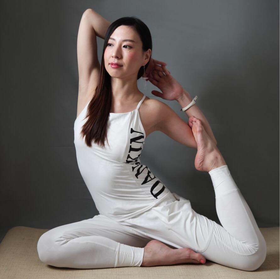 Ashtanga yoga practice with tsutomu yonashiro