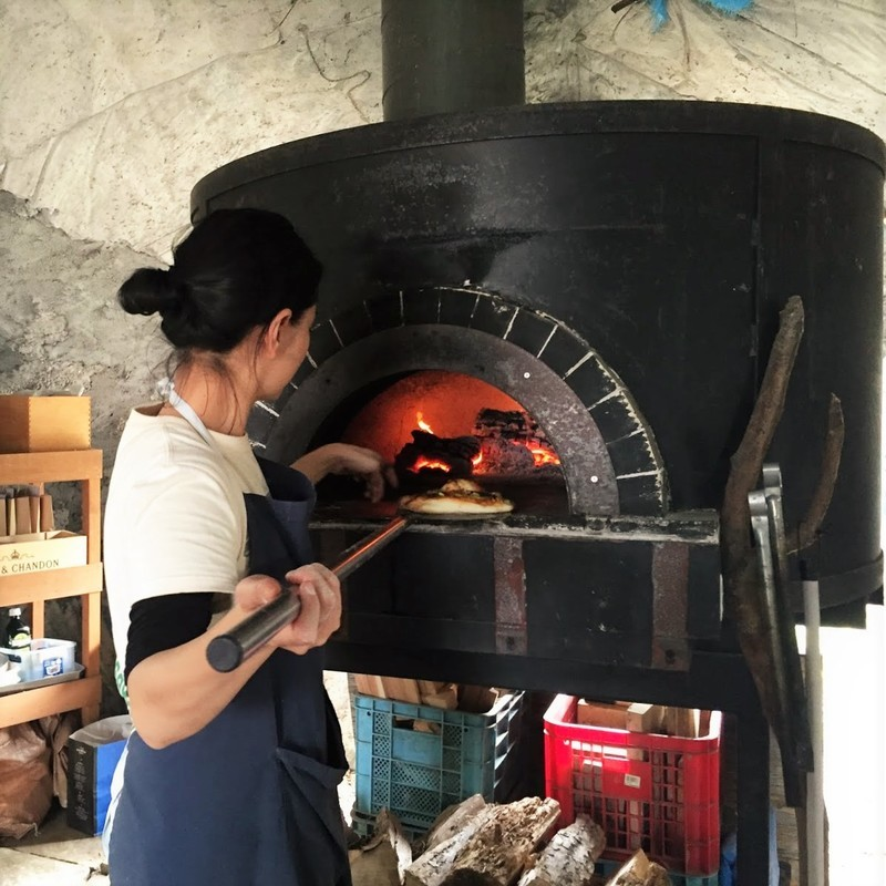 Pizza-making tour with farm experience at Niseko Green Farm