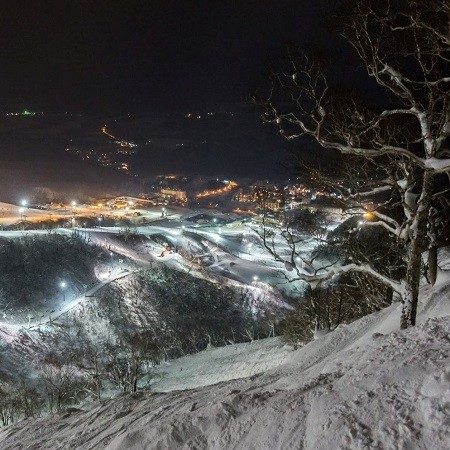 Niseko s extraordinary night skiing